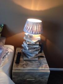 Lampje van oud gebruikt steigerhout met vitting voor lampje