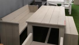 Kasteeltafel en 1 dinerbank en 1 openbank zand  (voorraad magazijn artikel)