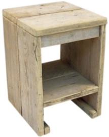 Kruk van oud steigerhout afm: B36xD37xH53cm (voorraad magazijn artikel)