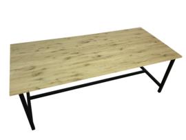 Tafel met een eiken 2cm dik verlijmd blad en een stalen buisframe  (RECHT)