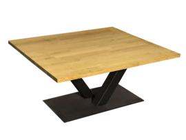 Industriële salontafel stalen V onderstel met een vierkant eikenhouten blad afm: L120xB75xH46cm (voorraad magazijn artikel)