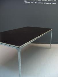 Tafelblad van betonmultiplex met steigerbuis onderstel (BMTP)