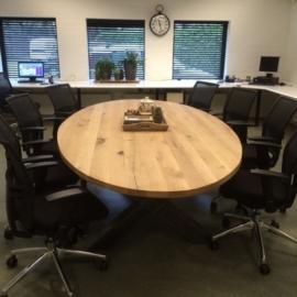 Eiken ovale tafel 4cm dik blad en stalen X onderstel