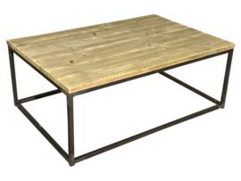 Salontafel met een steigerhout blad met een buisframe onderstel afm: L80xB77xH47cm (voorraad magazijn artikel)