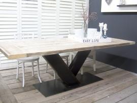 Tafel met stalen V onderstel met dikke steigerplanken (KOPS)
