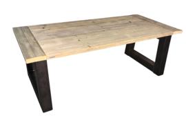 Industriële tafel met een dikke steigerplanken blad en een stalen Trapezium onderstel (KOPS)