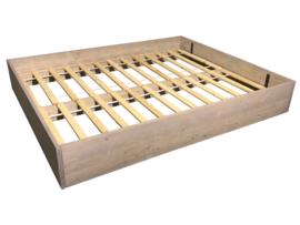 Tweepersoons bed van steigerhout greywash afm: L200xB160H40cm (voorraad magazijn artikel)