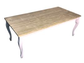 Tafel karlijn gemaakt met een blad van oud steigerhout met rechte planken
