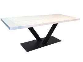 Industriële tafel stalen V onderstel met een whitewash vuren blad afm: L210xB90xH79cm (voorraad koopjeshoek)