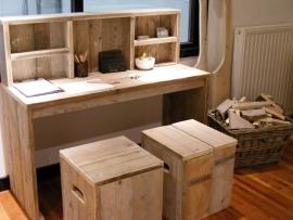 Bureau tafel van oud steigerhout met opzet kast