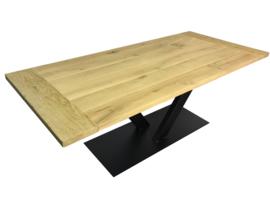 Industriële tafel stalen V onderstel met een eikenhouten blad afm: L300xB100cm (voorraad magazijn artikel)
