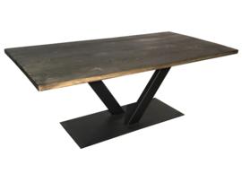 Industriële tafel stalen V onderstel met een blackwash eiken blad afm: L200xB100xH75cm (voorraad koopjeshoek artikel)