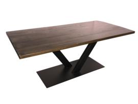 Industriële tafel stalen V onderstel met een eikenhouten blad blackwash afm: L200xB100xH75cm (voorraad magazijn artikel)