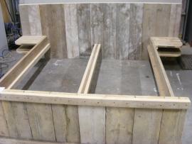 Nacht plankje van gebruikt steigerhout mee te bestellen bij een 2 persoonsbed