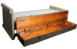 Bed steigerhout met grote legerkist