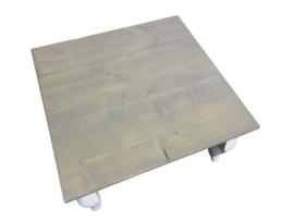 Salontafel met een greywash blad en een wit onderstel (80x80)