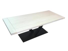 Industriële tafel stalen V onderstel met een whitewash vuren blad afm: L220xB90xH77cm (voorraad magazijn artikel)