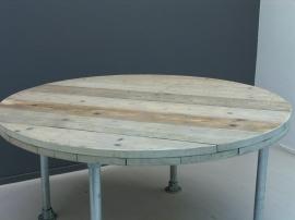Tafel steigerhout rond model steigerbuis poten aan de buitenkant