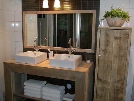 Badkamerkast van oud steigerhout