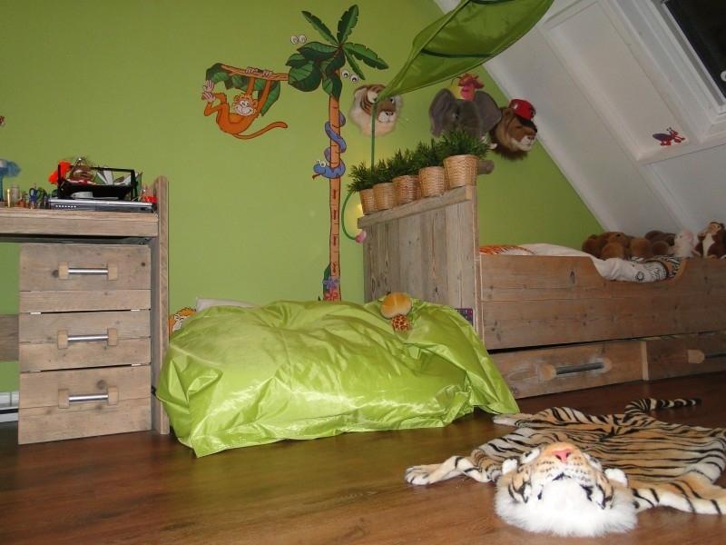 J.H. Boersma - bureautafel, ladeblok met 3 lades en bed van oud steigerhout