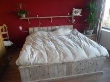 Fransca van den Aardweg - 2-persoons bed van oud steigerhout