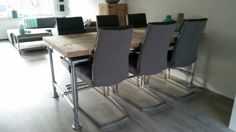 Tafel dikke steigerplanken zwevend, steigerbuis onderstel (KOPS)