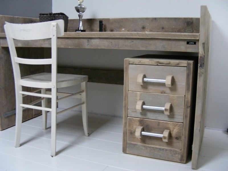 Ladeblok voor onder bureau tafel  van oud steigerhout met stalen handgrepen