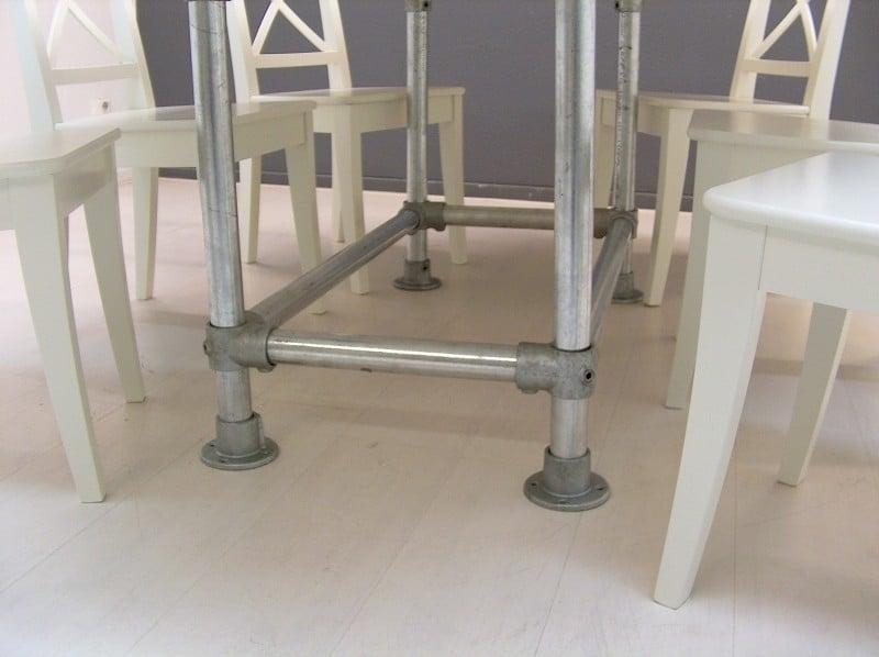 White Wash Eetkamer Tafel.Ovale Tafel Met Steigerbuis Onderstel En Steigerhouten Blad White