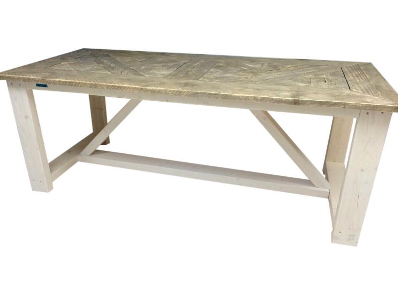 Tafel oude steigerplanken mozaïek gelegd en houten onderstel met schuine schoor