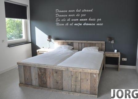 Tweepersoonsbed van steigerhout (clbh)