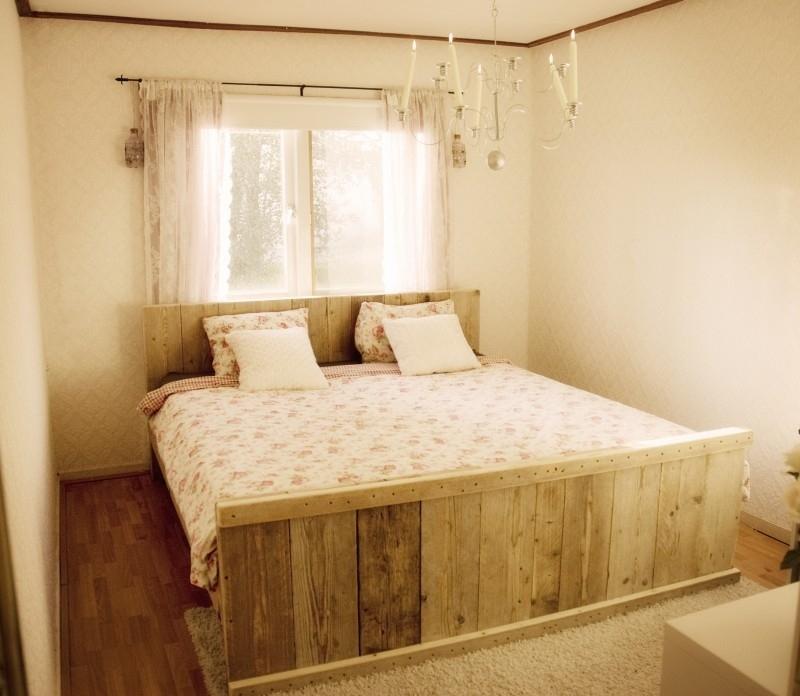 Sanne Paas - 2-persoonsbed van oud steigerhout