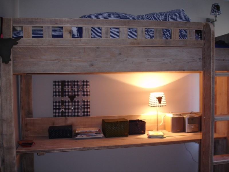 Marjolijn van der Steen – Vlugt - hoogslaper en kledingkast van oud steigerhout