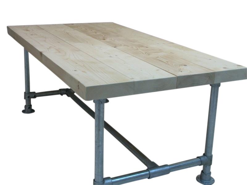 Tafel met nieuwe balken (7x24,5cm) en steigerbuis