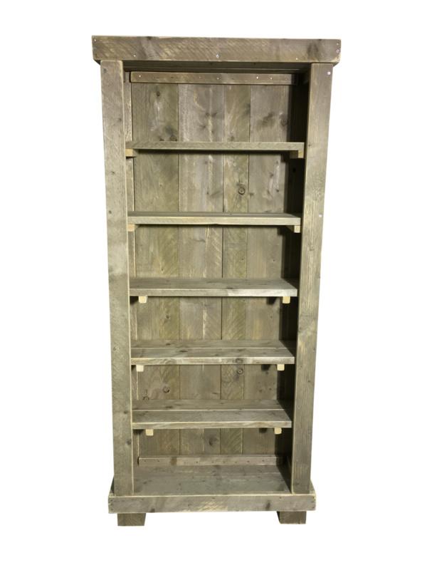 Montage voor boekenkast van steigerhout
