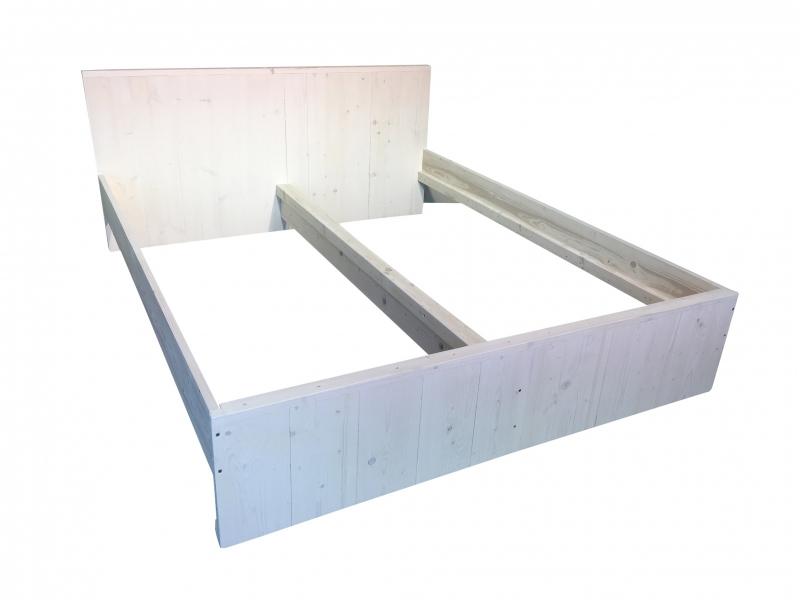 Tweepersoonsbed van nieuw steigerhout behandeld met whitewash: L210xB180cm (voorraad magazijn artikel)