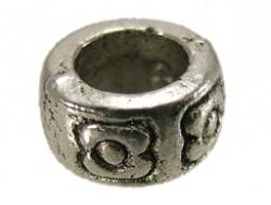 Metalen kraal - bloem