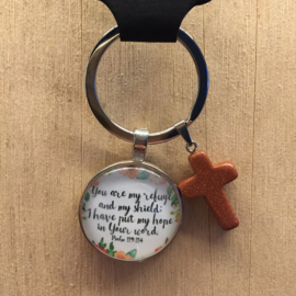 Ronde sleutelhanger met kruisje 'You are my refuge and my shield'