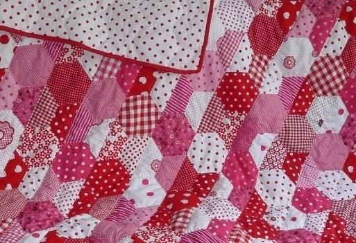 Boxkleed/ quilt roze bloem