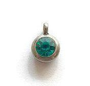 Bedeltje RVS met Facet Geslepen Rhinestone Emerald