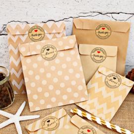 24 Geschenkzakjes Papier Assorti met Stickers