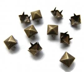 Studs Pyramide Brons