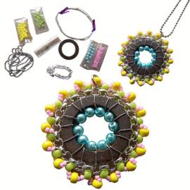 Zelfmaak Pakketje Kleurrijke Mandala Hanger met Houten Ring