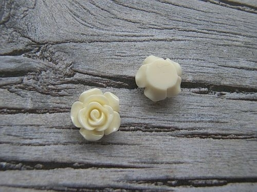 Resin Roosje Creme 14x6mm