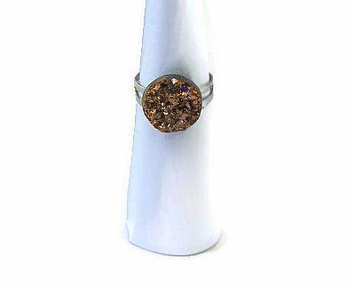 Ringetje met bronskleurige druzy resin top