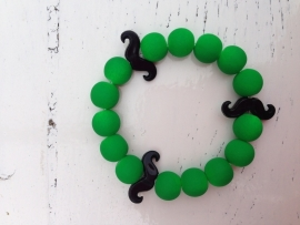 Neon groene armband met zwarte snorren
