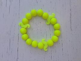 Neon gele armband met gele neon snorren