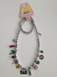 Saartje zilverkleurige ketting met armband bedels