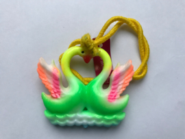 Haarelastiek groene zwanen met geel elastiek