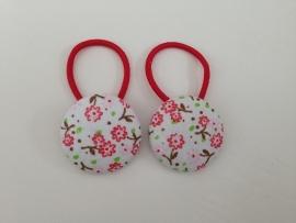 Haarelastiekjes wit met rode en roze bloemetjes
