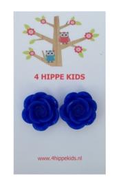 Stekers met donker blauwe rozen